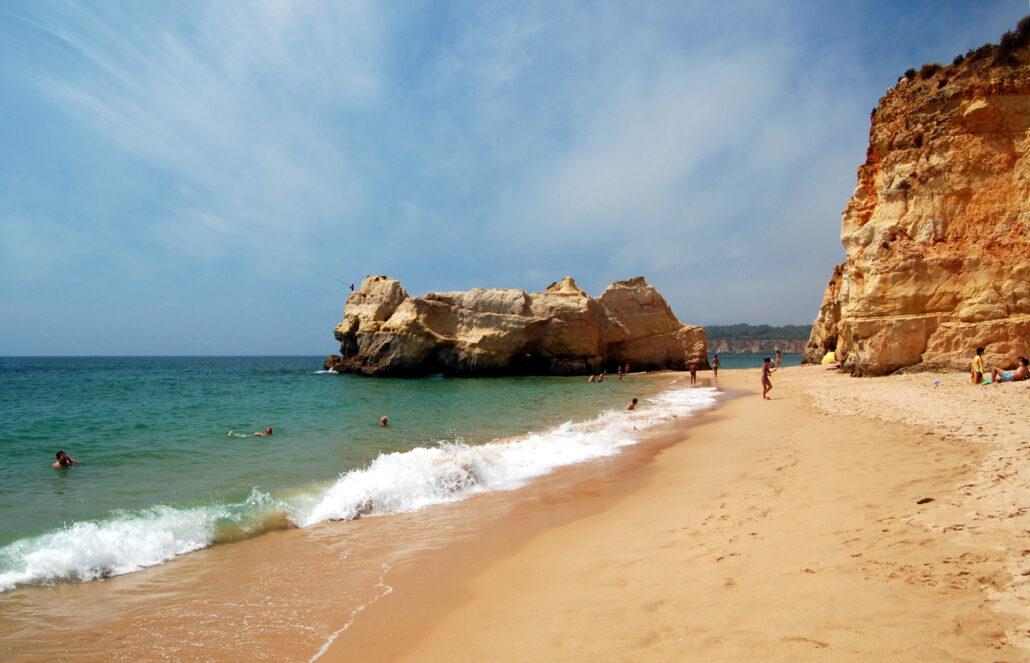 Praias mais bonitas do Algarve - Praia da Rocha - Portimão - wikipedia
